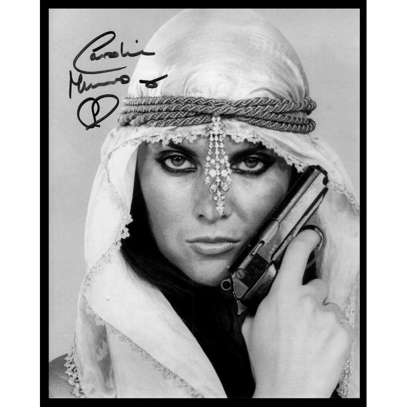 L'ESPION QUI M'AIMAIT Photo Signée par Caroline Munro 20x25 - 1980's
