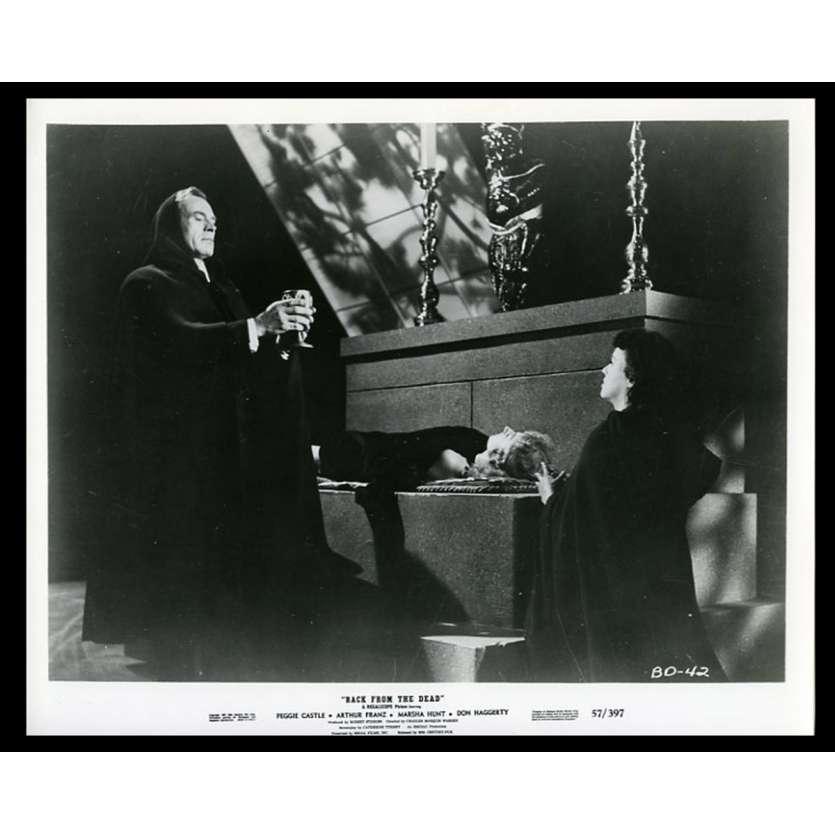 BACK FROM THE DEAD Photo de presse 20x25 - 1957 - Peggie Castle, Charles Warren