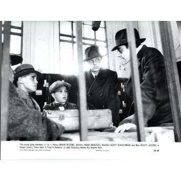 ONCE UPON A TIME IN AMERICA Press Still US '84 Sergio Leone, Robert de Niro N15