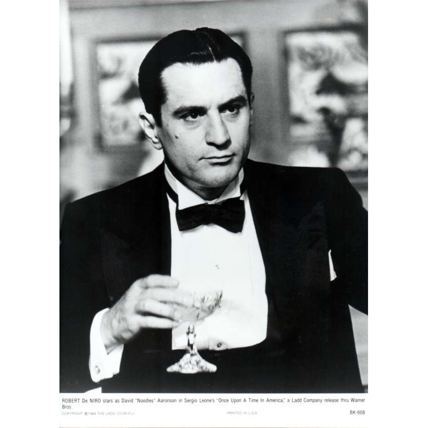 ONCE UPON A TIME IN AMERICA Press Still US '84 Sergio Leone, Robert de Niro N17