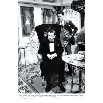 ONCE UPON A TIME IN AMERICA Press Still US '84 Sergio Leone, Robert de Niro N3
