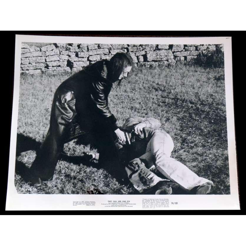 THRILLER EN GRYM FILM / THEY CALL HER ONE EYE US Press Still 1 8x10 - 1974 - Bo Arne Vibenius, Christina Lindberg