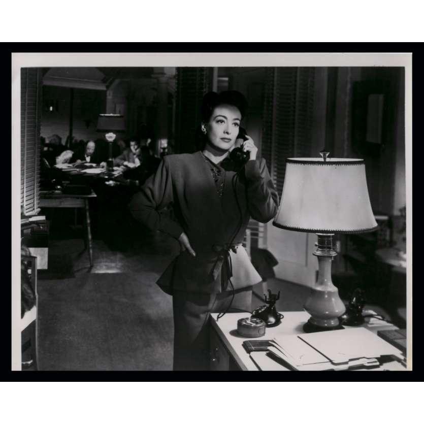 LE ROMAN DE MILDRED PIERCE Photo de presse 18x24 - R1970 - Joan Crawford, Michael Curtiz