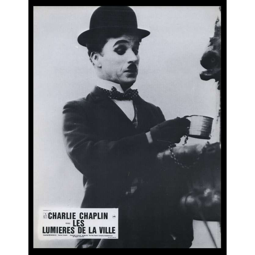 LES LUMIERES DE LA VILLE Photo de film N15 21x30 - R1967 - Virginia Cherill, Charlie Chaplin