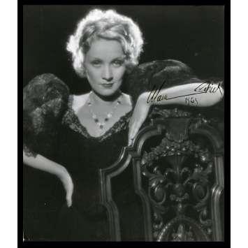 MARLENE DIETRICH Signed Photo 7x10 - 1943 - ,