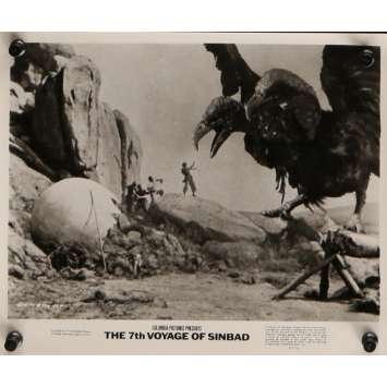 LE 7E VOYAGE DE SINBAD Photo de presse N7 20x25 cm - R1975 - Kervin Mathews, Ray Harryhausen