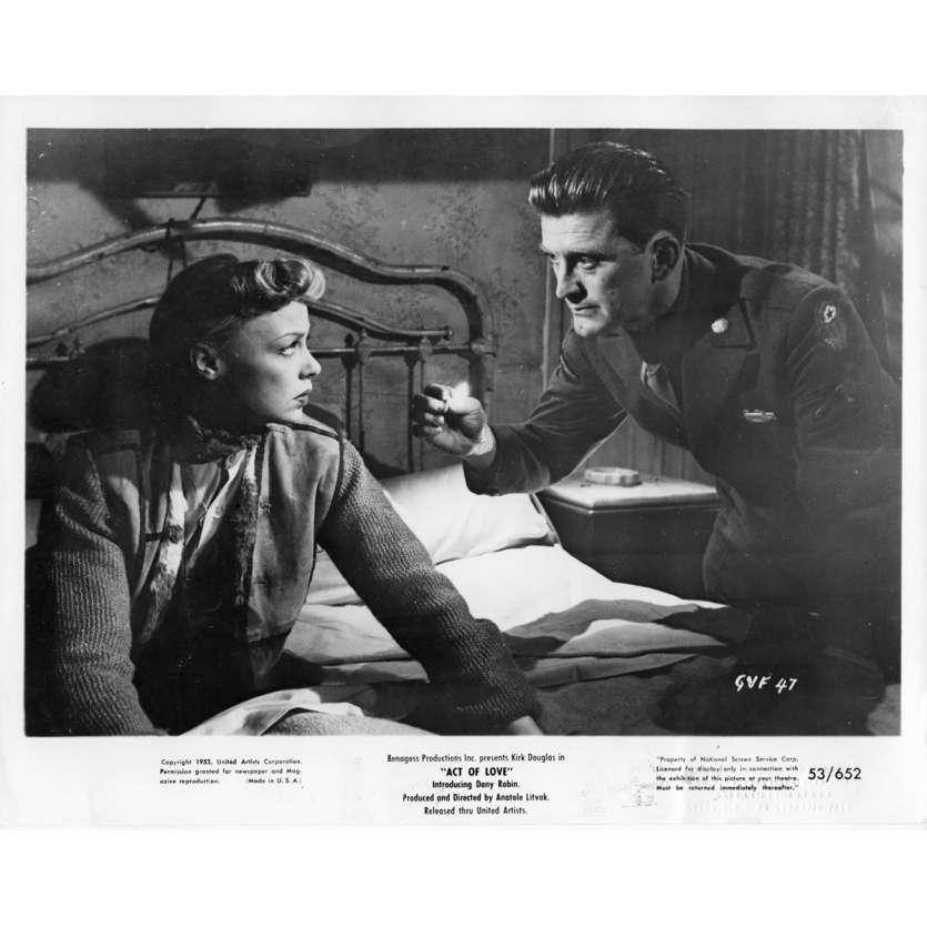 ACT OF LOVE Movie Still N2 8x10 in. USA - 1953 - Anatole Litvak, Kirk Douglas