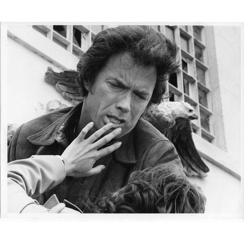 L'INSPECTEUR NE RENONCE JAMAIS Photo de presse N4 20x25 cm - 1976 - Clint Eastwood, James Fargo