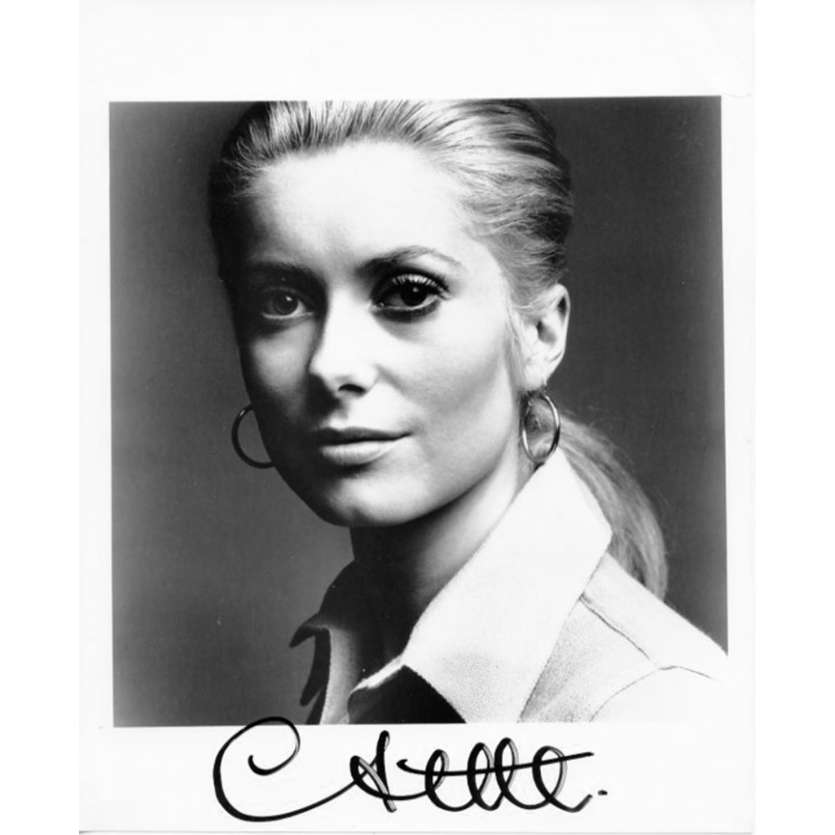 CATHERINE DENEUVE Photo signée - 20x25 cm - 1980's