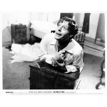 LA FEMME DU PRETRE Photo de presse N30 20x25 cm - 1970 - Marcello Mastroianni, Sophia Loren, Dino Risi