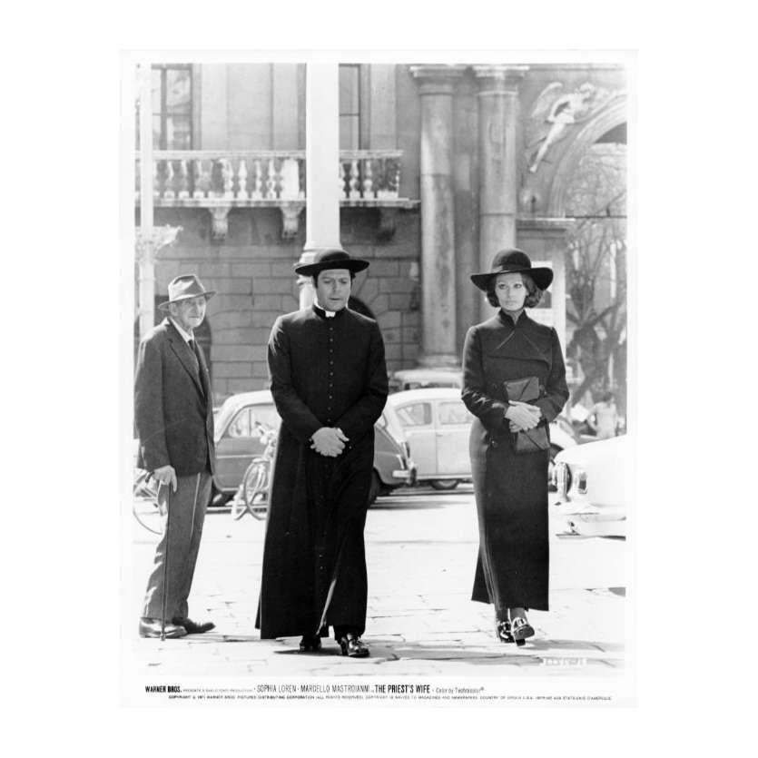 LA FEMME DU PRETRE Photo de presse N26 20x25 cm - 1970 - Marcello Mastroianni, Sophia Loren, Dino Risi