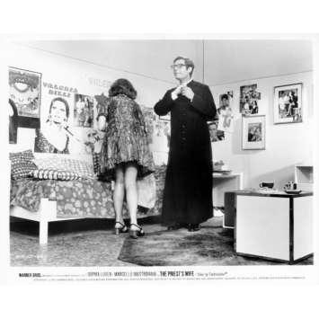 LA FEMME DU PRETRE Photo de presse N21 20x25 cm - 1970 - Marcello Mastroianni, Sophia Loren, Dino Risi