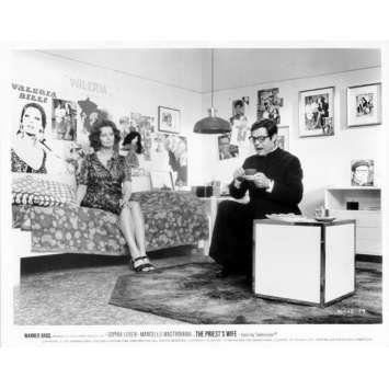 LA FEMME DU PRETRE Photo de presse N20 20x25 cm - 1970 - Marcello Mastroianni, Sophia Loren, Dino Risi