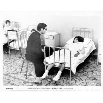 LA FEMME DU PRETRE Photo de presse N19 20x25 cm - 1970 - Marcello Mastroianni, Sophia Loren, Dino Risi
