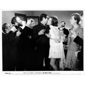 LA FEMME DU PRETRE Photo de presse N18 20x25 cm - 1970 - Marcello Mastroianni, Sophia Loren, Dino Risi