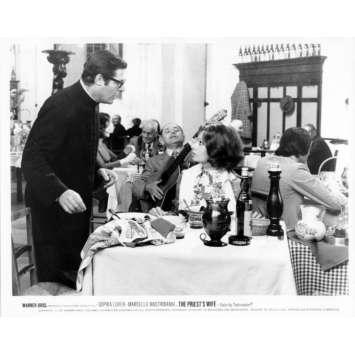 LA FEMME DU PRETRE Photo de presse N16 20x25 cm - 1970 - Marcello Mastroianni, Sophia Loren, Dino Risi