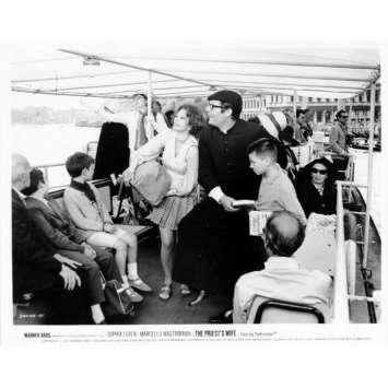 LA FEMME DU PRETRE Photo de presse N15 20x25 cm - 1970 - Marcello Mastroianni, Sophia Loren, Dino Risi