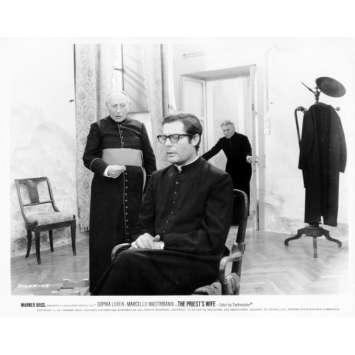 LA FEMME DU PRETRE Photo de presse N13 20x25 cm - 1970 - Marcello Mastroianni, Sophia Loren, Dino Risi