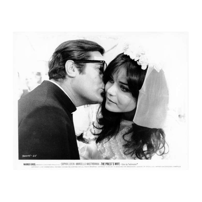 LA FEMME DU PRETRE Photo de presse N12 20x25 cm - 1970 - Marcello Mastroianni, Sophia Loren, Dino Risi