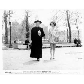 LA FEMME DU PRETRE Photo de presse N05 20x25 cm - 1970 - Marcello Mastroianni, Sophia Loren, Dino Risi