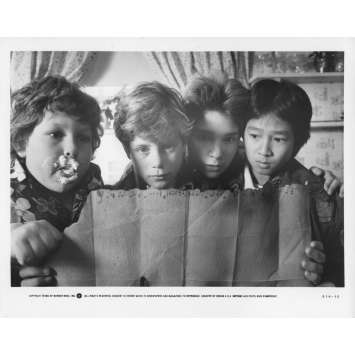 LES GOONIES Photo de presse 20x25 cm - N15 1985 - Sean Astin, Richard Donner
