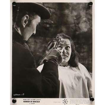 LE CAUCHEMAR DE DRACULA Photo de presse 20x25 cm - N04 R1964 - Peter Cushing, Christopher Lee, Terence Fisher