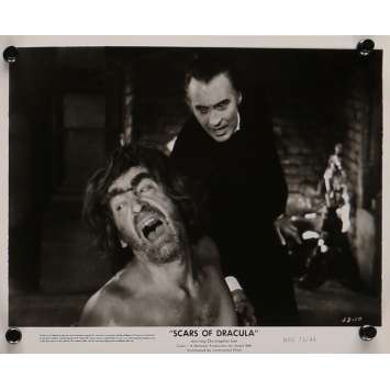 LES CICATRICES DE DRACULA Photo de presse 20x25 cm - N02 1970 - Christopher Lee, Roy Ward Baker