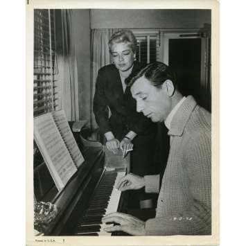 YVES MONTAND AND SIMONE SIGNORET Movie Still 8x10 in. - 1973 - ,