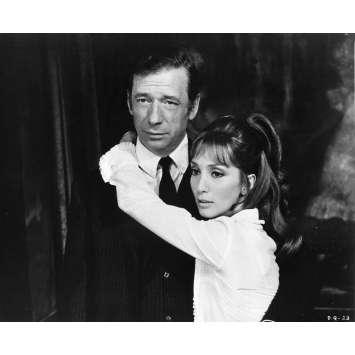 LE DIABLE PAR LA QUEUE Photo de presse 20x25 cm - N02 1969 - Yves Montand, Philippe de Broca