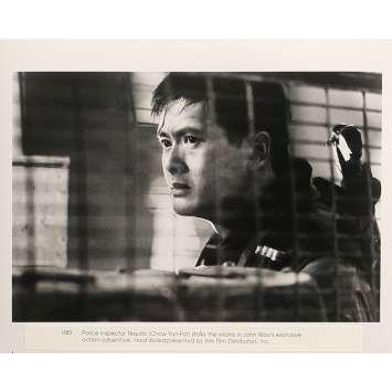 A TOUTE EPREUVE Photo de presse 20x25 cm - N03 1992 - Chow Yun-Fat, John Woo