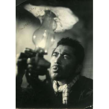 L'HOMME AU POUSSE-POUSSE / MUHOMATSU Photo signée - 12x16,5 cm. - 1958 - Toshiru Mifune, Hiroshi Inagaki