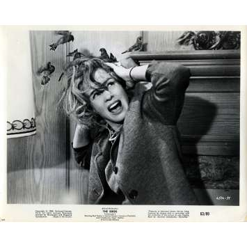 THE BIRDS Movie Still N05 - 8x10 in. - 1963 - Alfred Hitchcock, Tippi Hedren