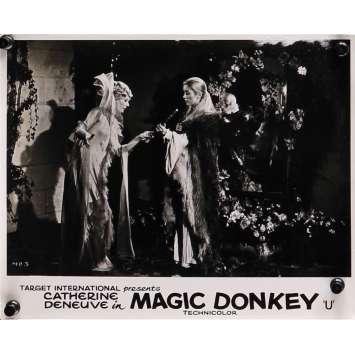 PEAU D'ANE Photo de film N05 - 20x25 cm. - 1970 - Catherine Deneuve, Jacques Demy