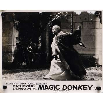 DONKEY SKIN Original Lobby Card N04 - 8x10 in. - 1970 - Jacques Demy, Catherine Deneuve
