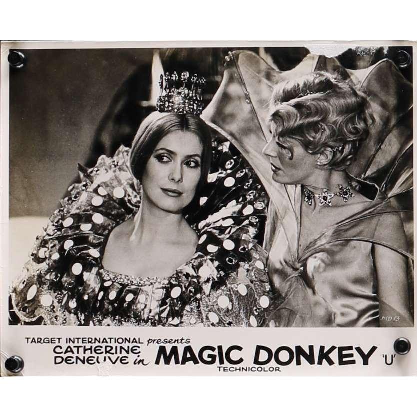 PEAU D'ANE Photo de film N03 - 20x25 cm. - 1970 - Catherine Deneuve, Jacques Demy