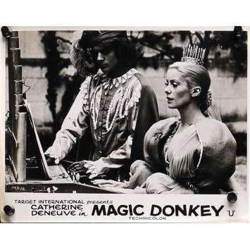 DONKEY SKIN Original Lobby Card N01 - 8x10 in. - 1970 - Jacques Demy, Catherine Deneuve