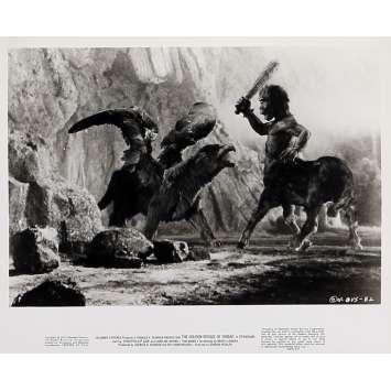 LE VOYAGE FANTASTIQUE DE SINBAD Photo de presse N06 - 20x25 cm. - 1973 - Caroline Munro, Ray Harryhausen