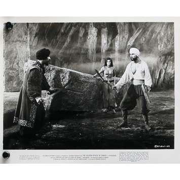 LE VOYAGE FANTASTIQUE DE SINBAD Photo de presse N04 - 20x25 cm. - 1973 - Caroline Munro, Ray Harryhausen