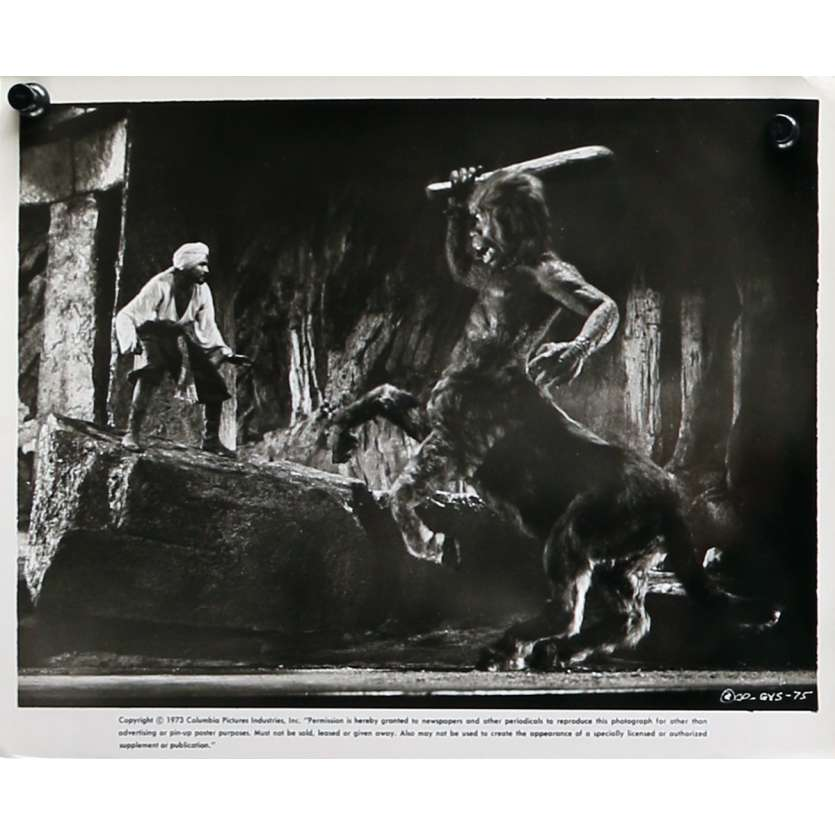LE VOYAGE FANTASTIQUE DE SINBAD Photo de presse N03 - 20x25 cm. - 1973 - Caroline Munro, Ray Harryhausen