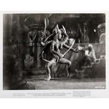 LE VOYAGE FANTASTIQUE DE SINBAD Photo de presse N02 - 20x25 cm. - 1973 - Caroline Munro, Ray Harryhausen