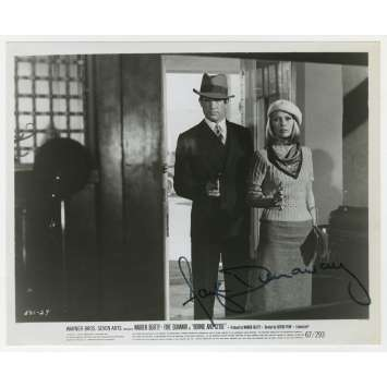 BONNIE AND CLYDE Photo de presse signée par Faye Dunaway - 20x25 cm. - 1967