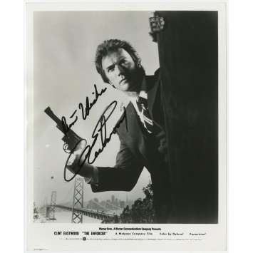 L'INSPECTEUR NE RENONCE JAMAIS Photo de presse signée par Clint Eastwood - 20x25 cm. - 1976, Dirty Harry Signed