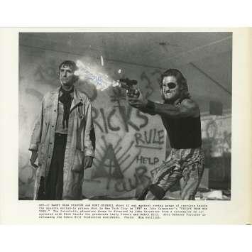 ESCAPE FROM NEW-YORK Original Signed Photo - 9x12 in. - 1981 - John Carpenter, Kurt Russel