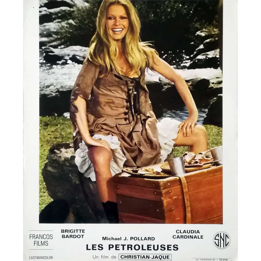 LES PETROLEUSES Photo de film N01 - 24x30 cm. - 1971 - Brigitte Bardot, Christian-Jaque
