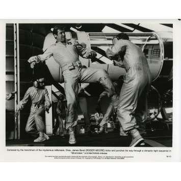 MOONRAKER Photo de presse M-10 - 20x25 cm. - 1979 - Roger Moore, James Bond