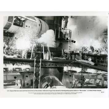 MOONRAKER Photo de presse M-12 - 20x25 cm. - 1979 - Roger Moore, James Bond