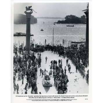 MOONRAKER Photo de presse M-15 - 20x25 cm. - 1979 - Roger Moore, James Bond