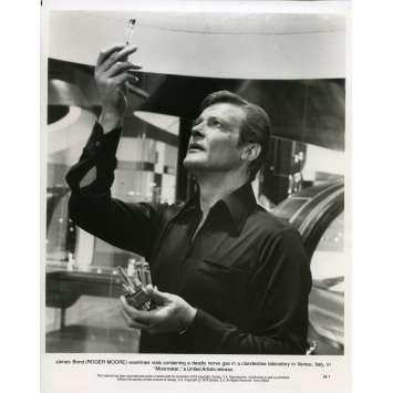 MOONRAKER Photo de presse M-7 - 20x25 cm. - 1979 - Roger Moore, James Bond