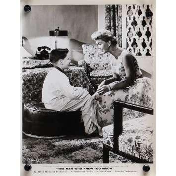 L'HOMME QUI EN SAVAIT TROP Photo de presse N04 - 20x25 cm. - 1954 - James Stewart, Alfred Hitchcock