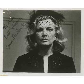 GLORIA Original Photo Signed by GENA ROWLANDS - 8x10 in. - 1980
